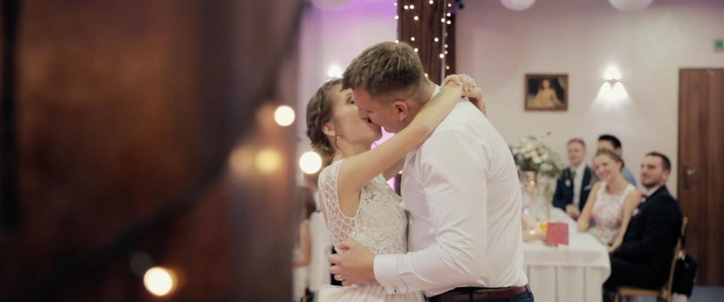 romantický pár na svadbe